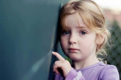 صوره طفلة حزينة , صور بنات حزينه معبره جدا