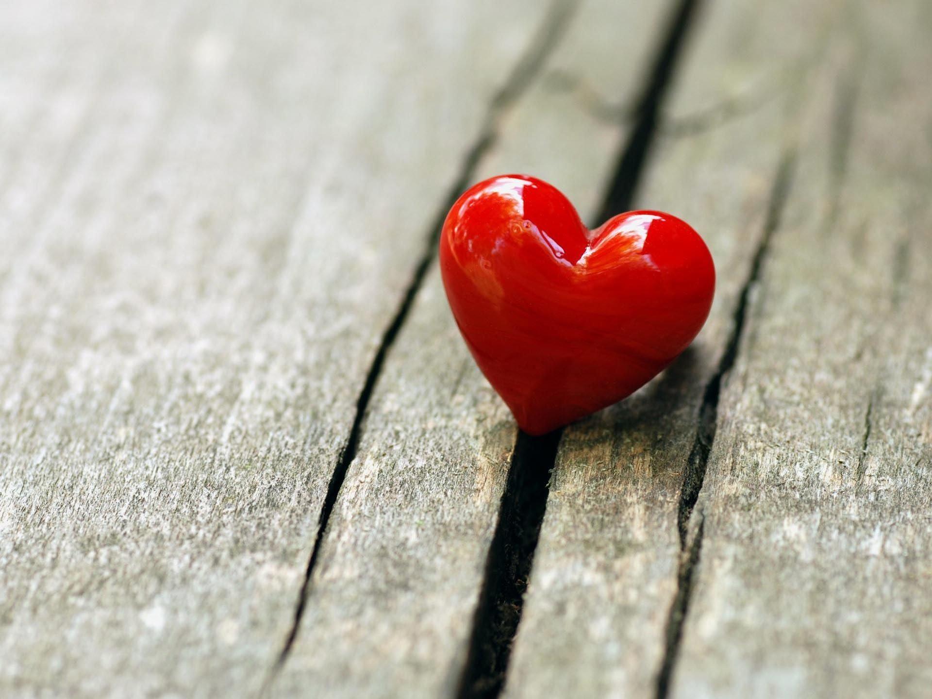 صوره كيف تعرف ان شخص معجب بك دون ان يتكلم , تعرف على علامات الحب