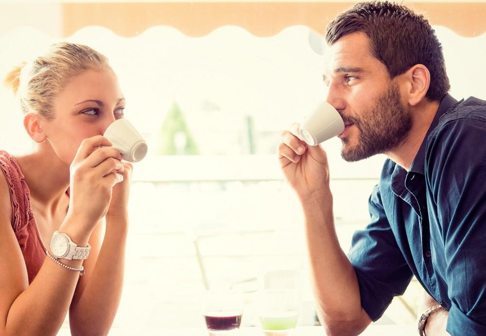 صورة كيف تعرف ان شخص يحبك من نظراته , اعرف من يحبك من عيونه