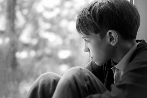 بالصور صور شخص حزين , صور معبرة جدا عن حالة الحزن 3228 2