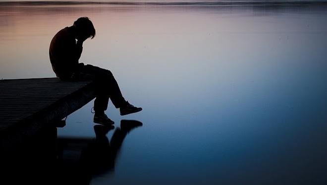 بالصور صور شخص حزين , صور معبرة جدا عن حالة الحزن 3228 3