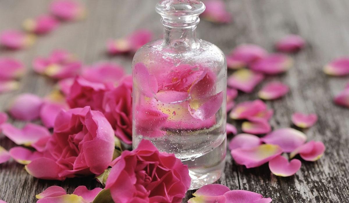 صورة استخدامات ماء الورد , جمالك وبشرتك بين ايدك