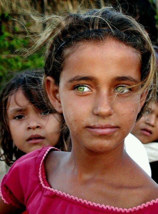 صورة اجمل عيون في العالم , لا تستطيع ان تقاوم جمل تلك العيون الجريئة 1334 9