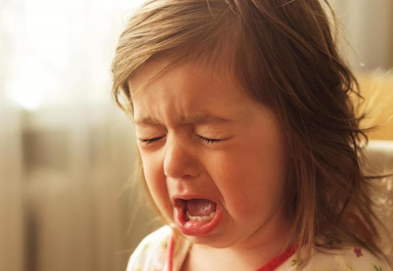 صوره طفلة تبكي , دموع غاليه على القلب