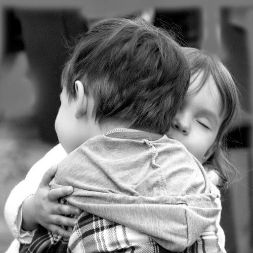 صورة صور حب للاطفال , صور حب للاطفال كيف ننمي ونوجه مشاعر الحب بداخلهم 9149 5