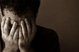 صورة صور شاب حزين , صور شباب مكتئب